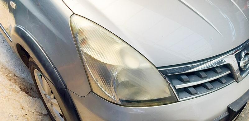 cara-membersihkan-kaca-lampu-headlamp-mobil-yang-buram