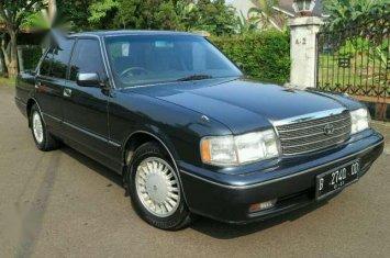mobil-sedan-murah-toyota-crown-1998ac